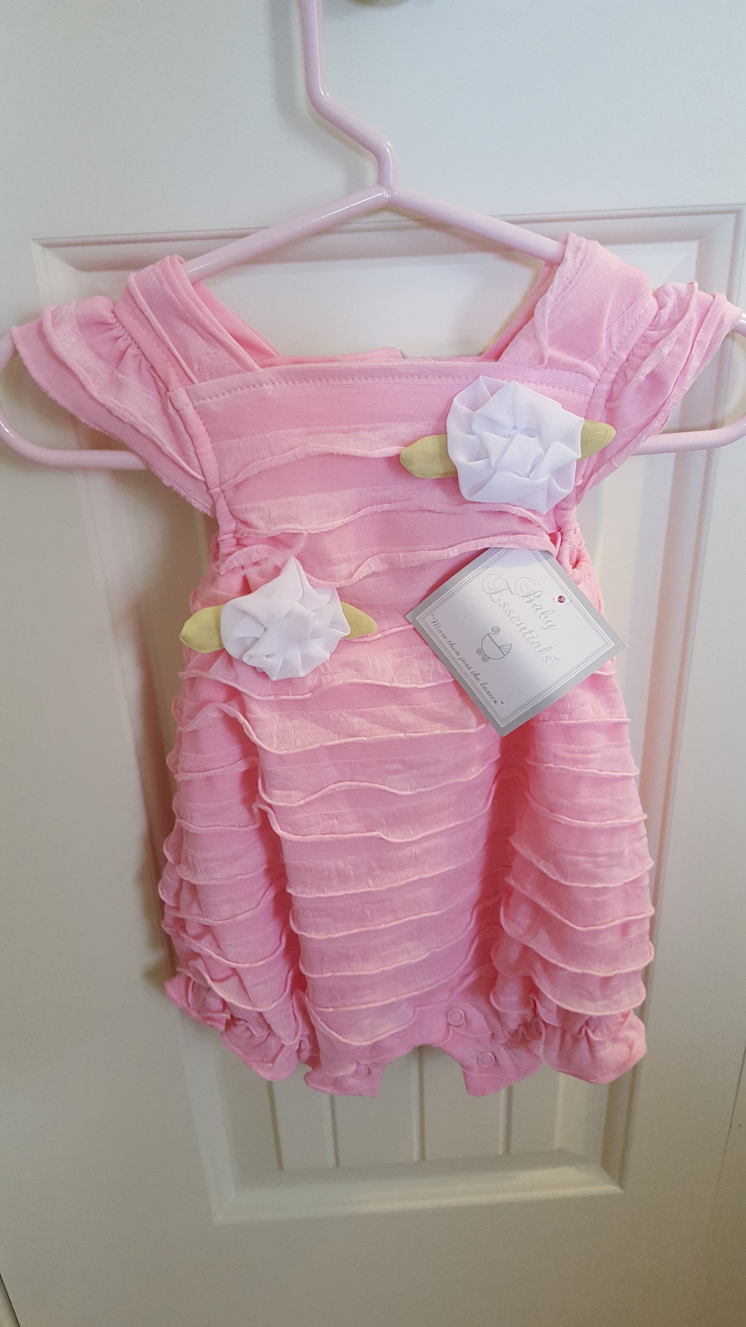On sale newborn girl clothing and accessories at Gymboree. Find our best prices on cute baby girl clothes and accessories in our sale section.